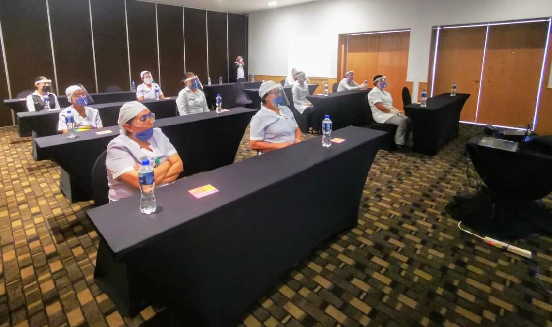 Brinda IMMujeres información sobre violencia de género a agremiadas de la CROC