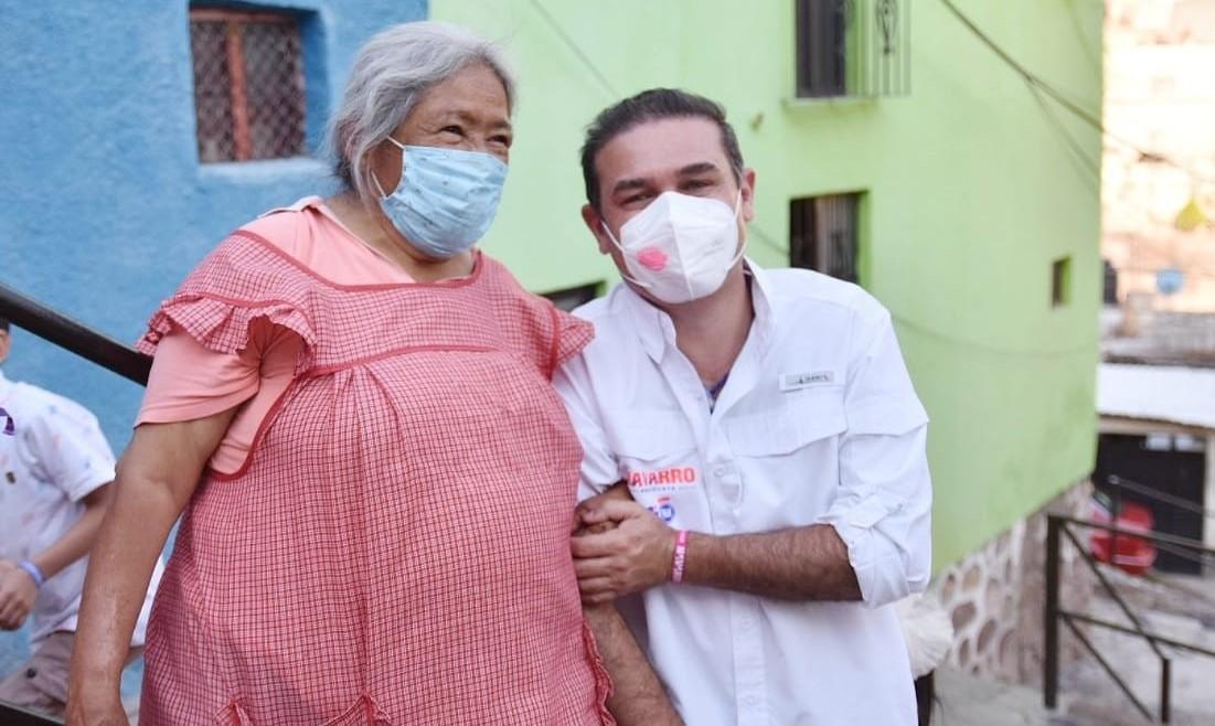 Visita Alejandro Navarro 30 colonias y barrios en la semana