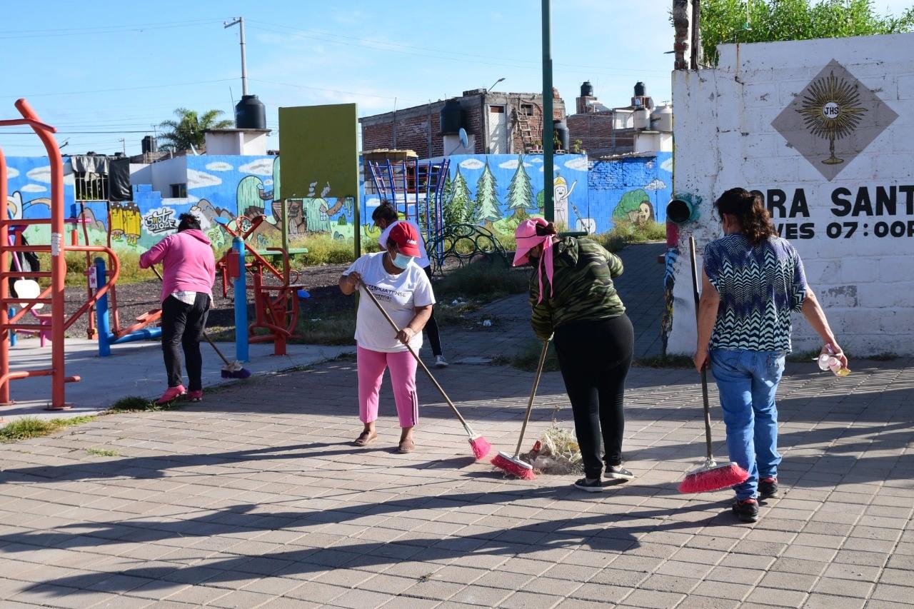 Rehabilitan y limpian parques vecinales en Irapuato